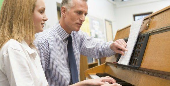 Quanto tempo praticar para tocar musica com fluencia?